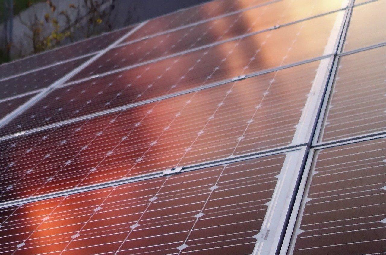 Wie erhält man den Strom von einer Solaranlage?